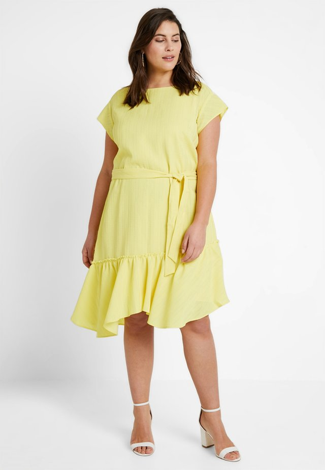 ASYM RUFFLE HEM BELTED DRESS - Hverdagskjoler - blazing yellow