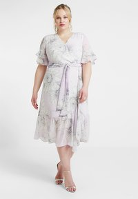 Vince Camuto Plus - TIERED RUFFLE BLOSSOMS WRAP DRESS - Maxi šaty - fresh lilac - 0