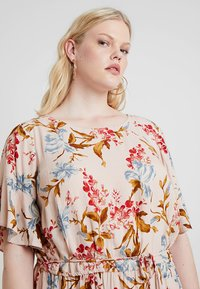 Vince Camuto Plus - RUFFLE WAIST DRESS - Sukienka letnia - peach bellini - 5