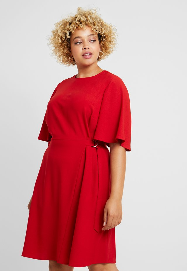 FLUTTER RUMPLE SIDE TIE DRESS - Day dress - burnt amber