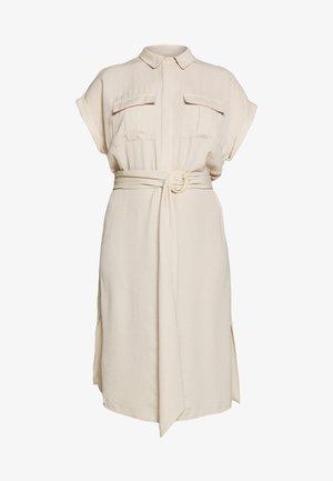 RUMPLE BELTED DRESS - Košilové šaty - beige