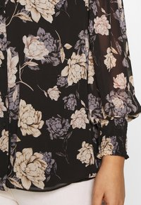 Vince Camuto Plus - SMOCKED CUFF ENCHANTED FLO - Blouse - rich black - 5