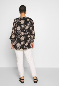 Vince Camuto Plus - SMOCKED CUFF ENCHANTED FLO - Blouse - rich black - 2