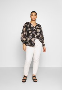 Vince Camuto Plus - SMOCKED CUFF ENCHANTED FLO - Blouse - rich black - 1