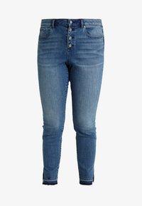 Vince Camuto Plus - BUTTON FLY HIGH RISE SLIT LEG  - Jeans Skinny Fit - spectrum blue - 4