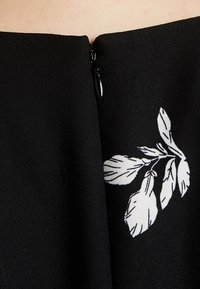 Vince Camuto Plus - TOSSED FLOWERS - Overal - rich black - 5