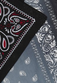 Vintage Supply - 2 PACK BANDANA - Foulard - black/grey - 2