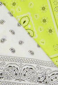 Vintage Supply - 2 PACK BANDANA - Foulard - neon yellow/white - 2