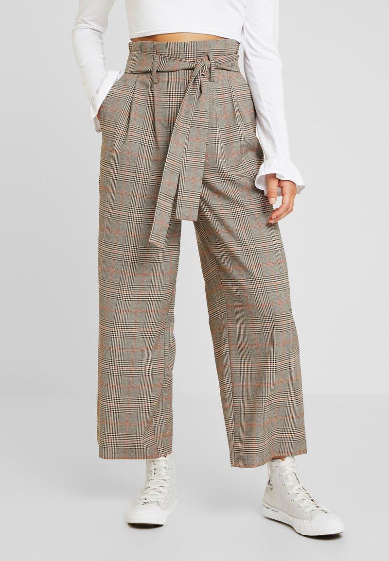 VILA PETITE - VIMULINI WIDE PANT - Kalhoty - black/puce/clouddancer/orange