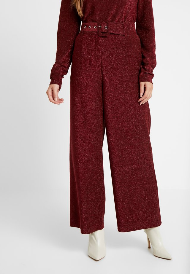 VIGLAMY PANTS - Trousers - black/raspberry/tawny