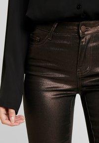VILA PETITE - VIGLITTIE 7/8 PANTS - Pantalon classique - puce - 4