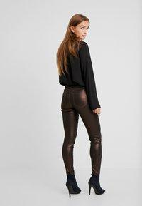 VILA PETITE - VIGLITTIE 7/8 PANTS - Pantalon classique - puce - 2