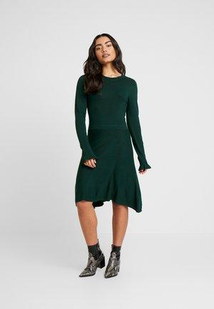 VIMARILLA DRESS - Stickad klänning - pine grove
