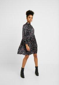 VILA PETITE - VIDAGO SHORT DRESS - Korte jurk - black - 0