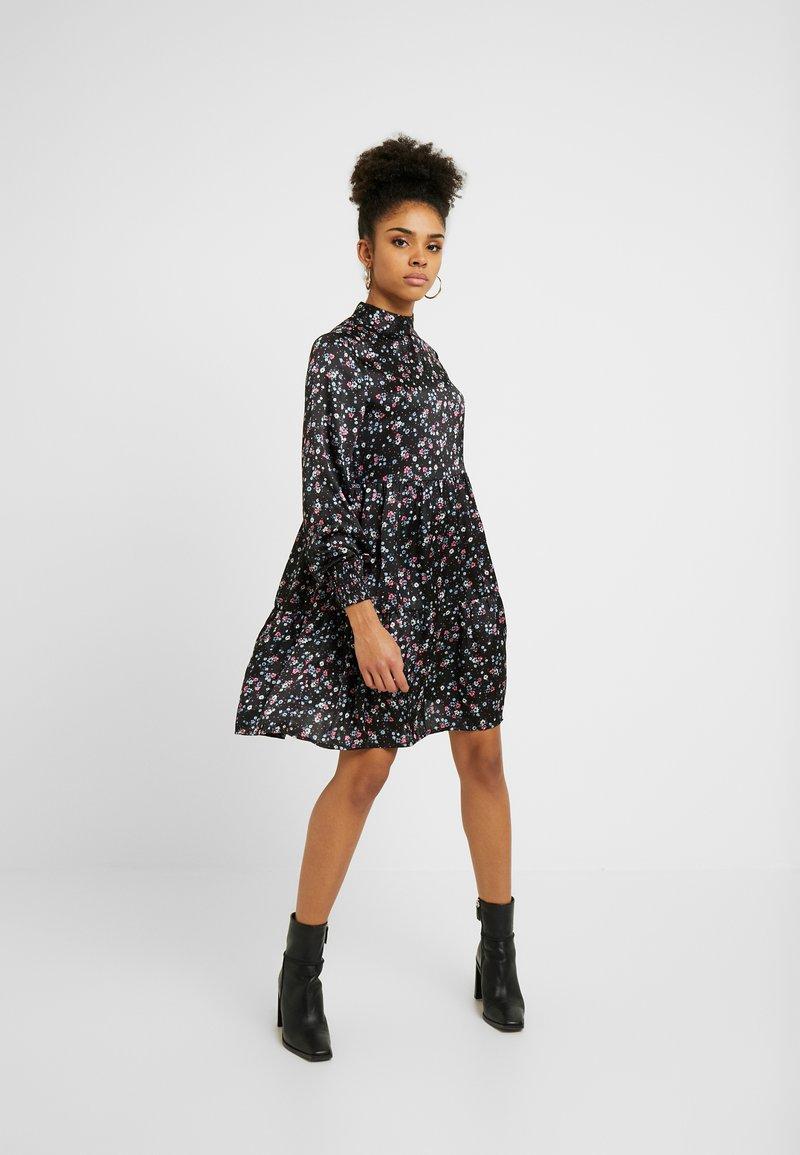 VILA PETITE - VIDAGO SHORT DRESS - Korte jurk - black