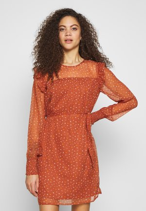 VIUTA SHORT DRESS - Day dress - copper brown