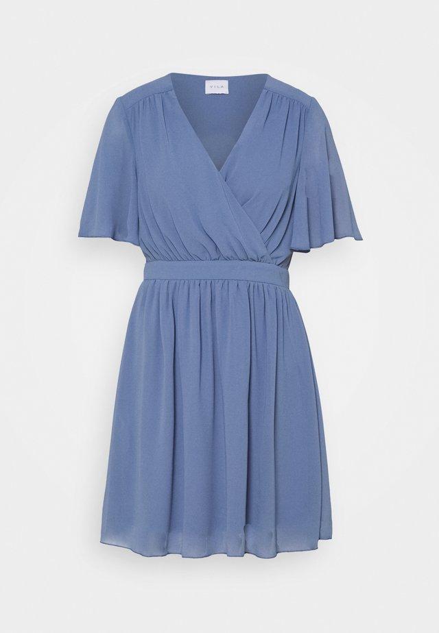 VIMICADA DRESS - Denní šaty - stonewash