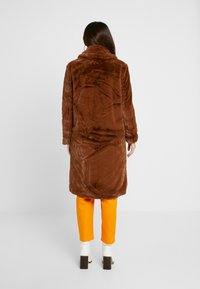 VILA PETITE - VIKODA COAT - Zimní kabát - toffee - 3