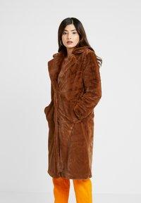 VILA PETITE - VIKODA COAT - Zimní kabát - toffee - 2