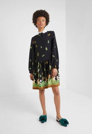Sukienka letnia - stampa fondo nero