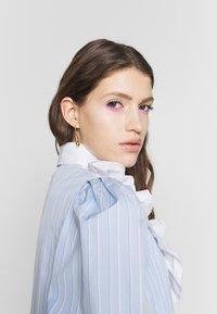 Vivetta - DRESS - Skjortekjole - rigato fondo azzurro/bianco - 3