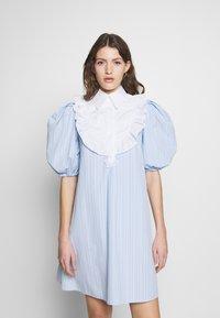 Vivetta - DRESS - Skjortekjole - rigato fondo azzurro/bianco - 0
