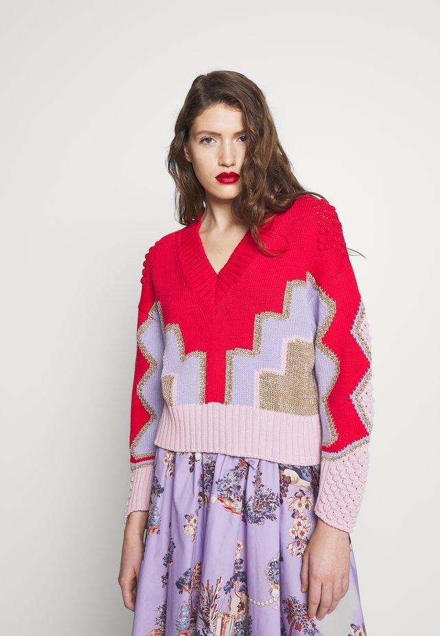 Stickad tröja - fantasia/rosso/lilla/rosa
