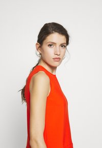 Victoria Victoria Beckham - DRAPE DETAIL SHELL - Blouse - flame red - 3
