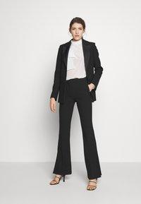Victoria Victoria Beckham - SPLIT HEM TUXEDO TROUSER - Pantalones - black - 1
