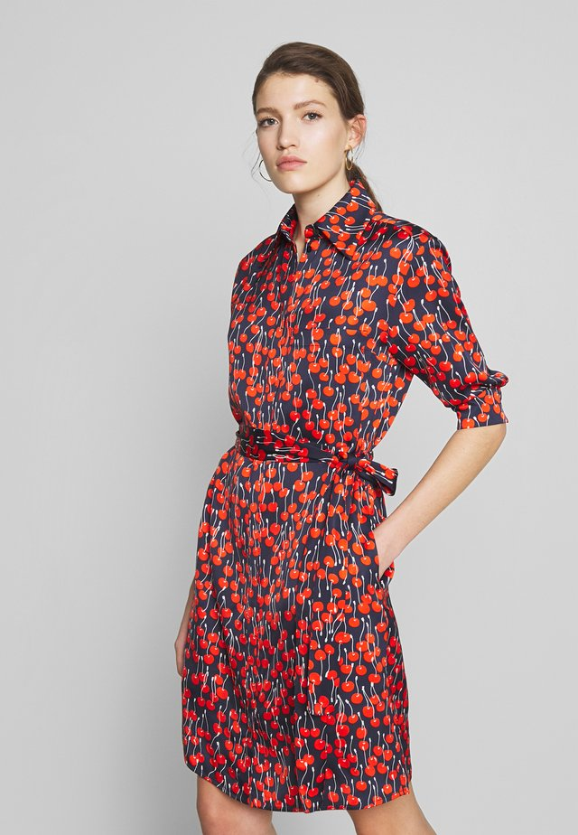 CHERRY PRINT SHIRT DRESS - Skjortekjole - midnight