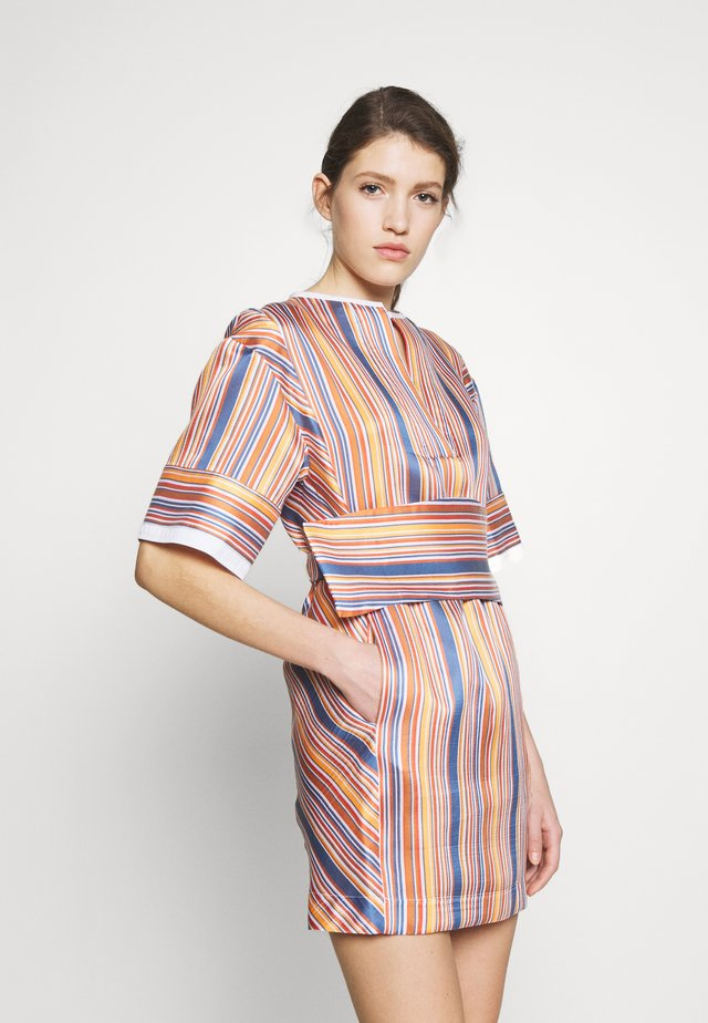 BOXY SHIFT DRESS - Korte jurk - steel blue/ochre/orange/white