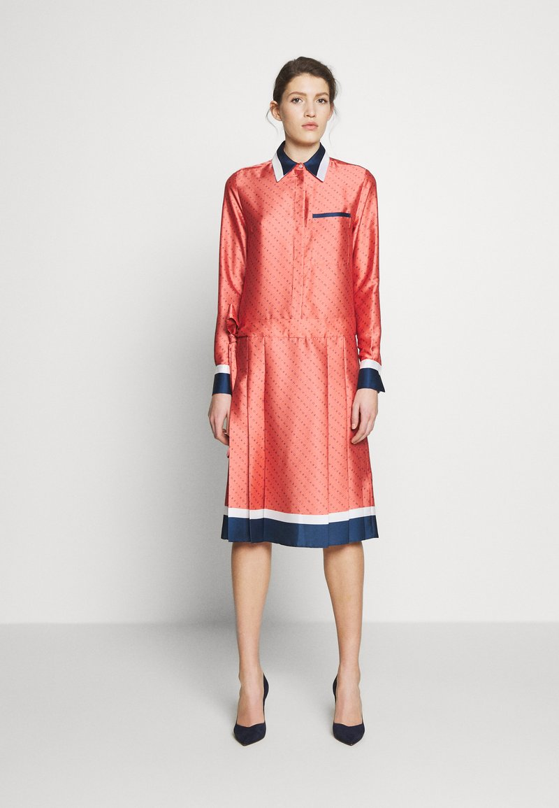 Victoria Victoria Beckham - LOGO PLEATED SHIRT DRESS - Shirt dress - multi-coloured