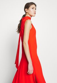 Victoria Victoria Beckham - SLEEVELESS DRESS - Denní šaty - flame red - 5