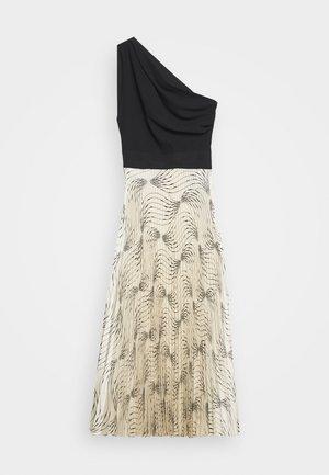 OFF SHOULDER BACKLESS DRESS - Juhlamekko - dunes