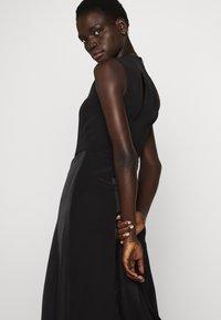 Victoria Victoria Beckham - SLIT DETAIL DRESS - Denní šaty - black - 6