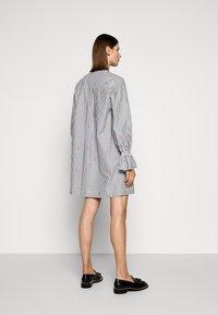 Victoria Victoria Beckham - TIE NECK DRESS - Denní šaty - grey - 2