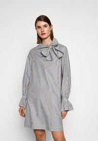 Victoria Victoria Beckham - TIE NECK DRESS - Denní šaty - grey - 0