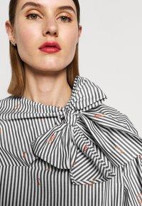 Victoria Victoria Beckham - TIE NECK DRESS - Denní šaty - grey - 5