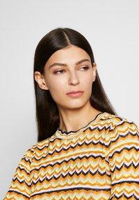 Victoria Victoria Beckham - ZIG ZAG TOP - Camiseta de manga larga - fluro yellow - 3