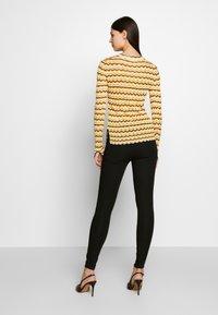 Victoria Victoria Beckham - ZIG ZAG TOP - Camiseta de manga larga - fluro yellow - 2