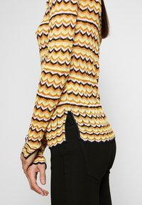 Victoria Victoria Beckham - ZIG ZAG TOP - Camiseta de manga larga - fluro yellow - 4