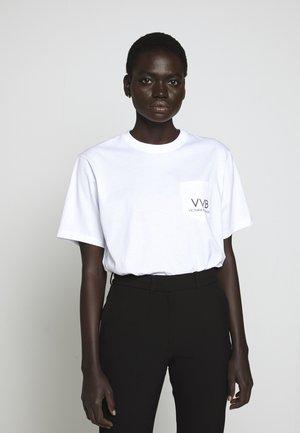 POCKET LOGO - T-shirts med print - white