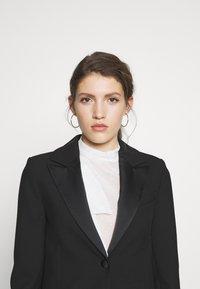 Victoria Victoria Beckham - TUXEDO JACKET - Krátký kabát - black - 3