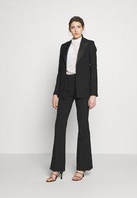 Victoria Victoria Beckham - TUXEDO JACKET - Krátký kabát - black - 1