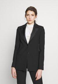 Victoria Victoria Beckham - TUXEDO JACKET - Krátký kabát - black - 0