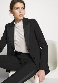Victoria Victoria Beckham - TUXEDO JACKET - Krátký kabát - black - 5