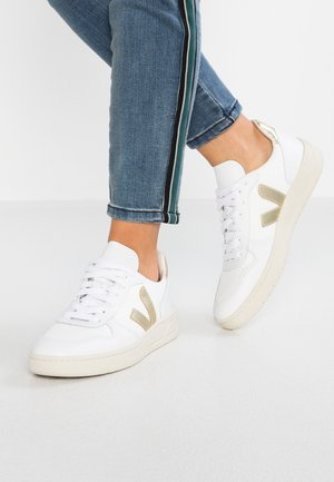 V-10 - Sneakers - white/gold