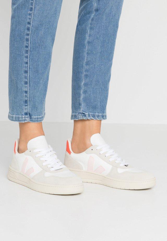 Sneakersy niskie - white/petale/orange fluo