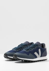 Veja - Matalavartiset tennarit - nautico/oxford grey - 4