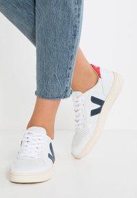 Veja - V-10 - Sneakers basse - extra white/nautico pekin - 0